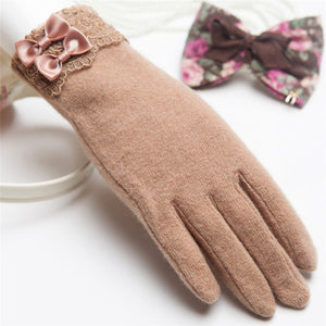 Wool Knitted Winter Gloves with Lacy Wrist | Touch Screen