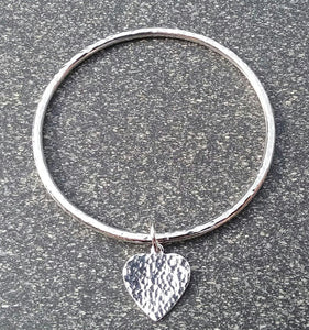 Slim hammered heart sterling silver bangle