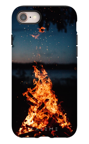 KaseMe Étui ''Tough'' Feu de Camp pour iPhone, Extras | Nomade.mobi