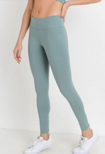 Load image into Gallery viewer, Criss Cross Cut Out Legging