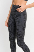 Load image into Gallery viewer, Tiger Foil Legging