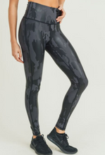 Load image into Gallery viewer, Camo Foil Legging