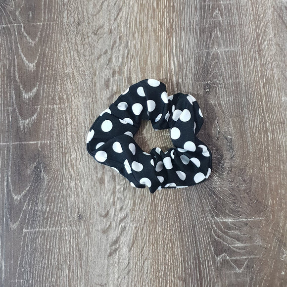 Black n White Dot Scrunchie - Le Chatelier Pole Wear