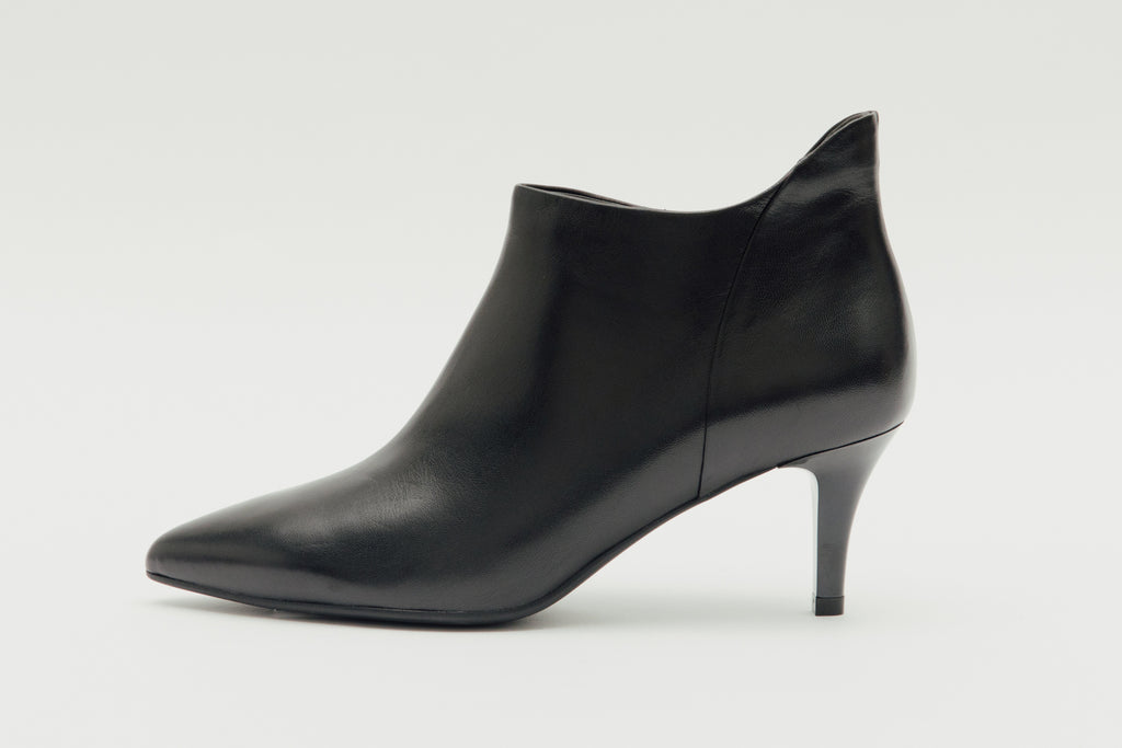 Pointed-Toe Mid Heel Ankle Boots - Black