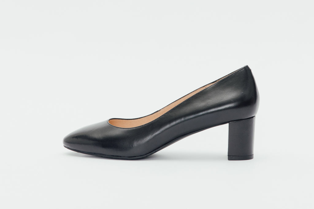 Leather Round-Toe Pumps-Black