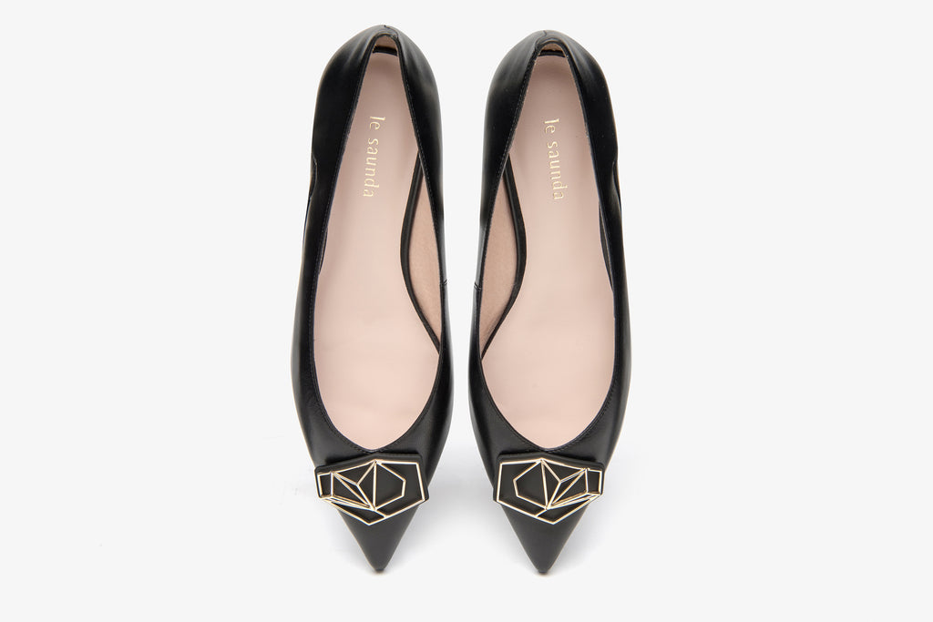 Millennium Wheel Pointed-toe Flat Shoes - Black AT13024