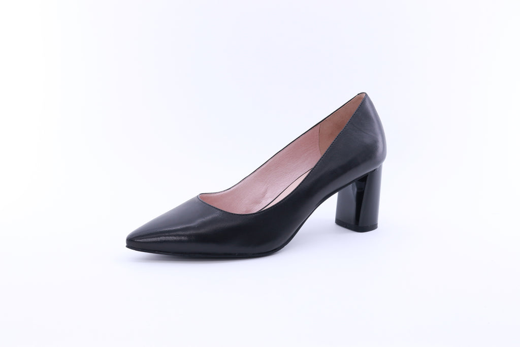 Pointed Toe Leather Pumps - Black