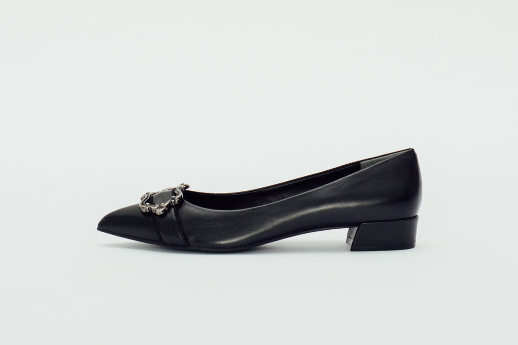 Baroque Leather Low-Heel Pumps - Black