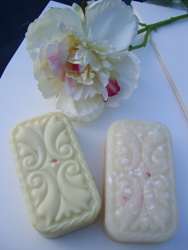 Hawaiian Gardenia with Pink Himalayan Salt in Mango Butter Glycerin! Scents of Hawaii's Flowers and Sun! 5.5 oz bar