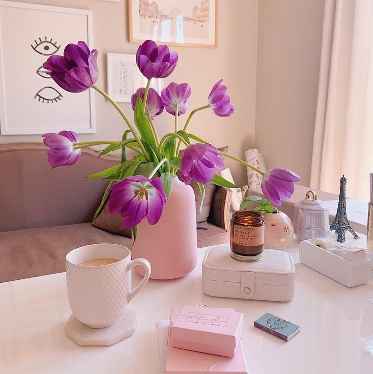Katie Dean Jewelry home office, complete with blooming tulips, hot tea, lit candle and dainty jewels. Can you say interior design goals?