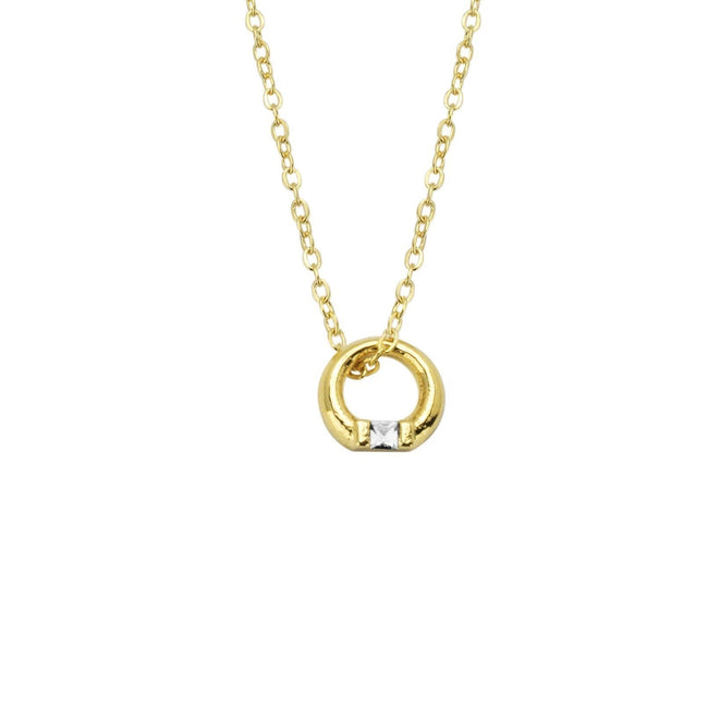 Up close image of the gold Circle Necklace pendant.