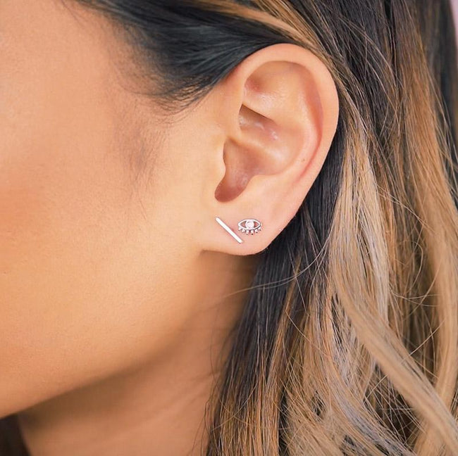 Up close image of Katie Dean model while wearing the silver Bar Studs.