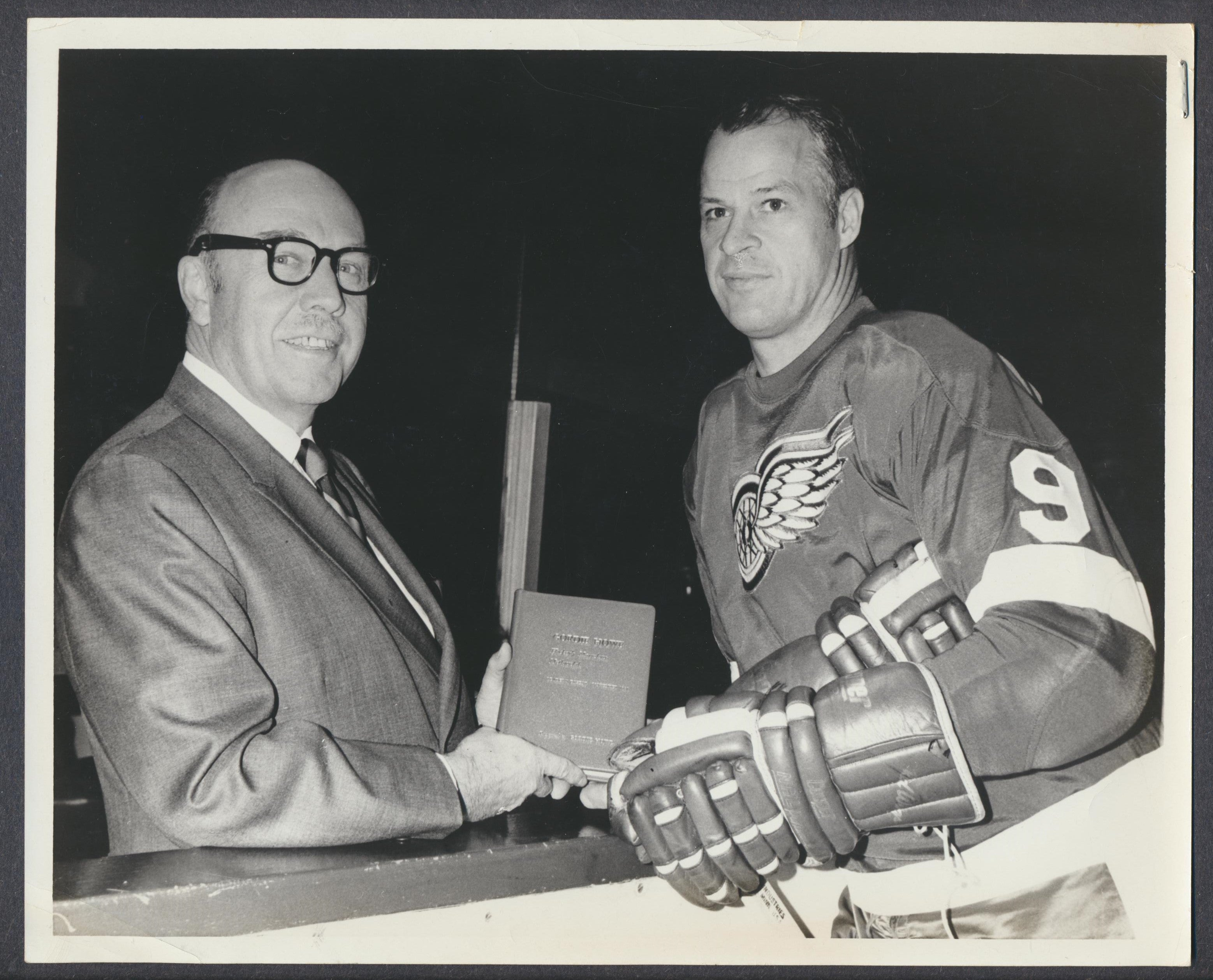 Original 1960's Gordie Howe with Gordie Howe Book  Detroit Red Wings  News Archives