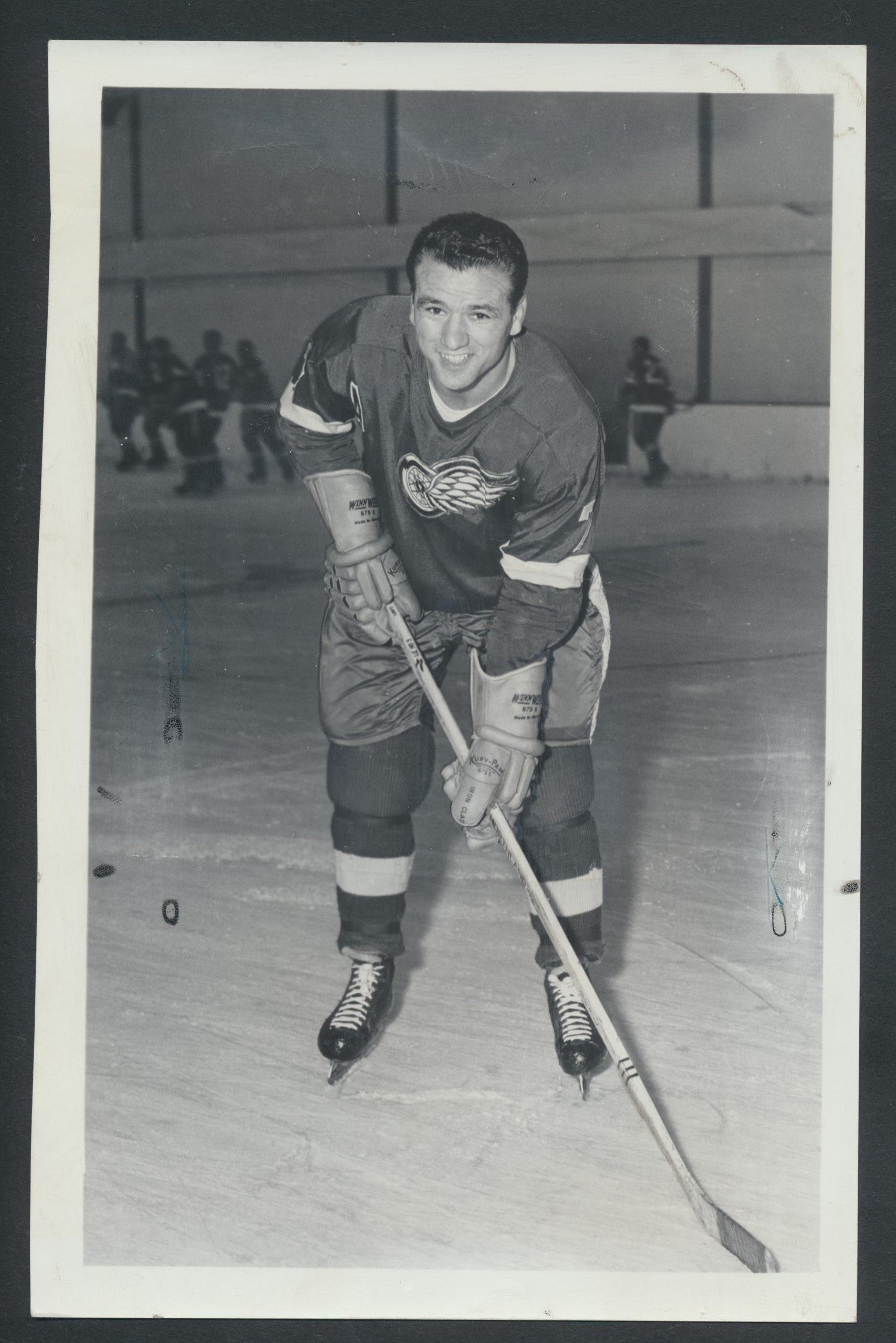 Original Norm Ullman HOF -Detroit Red Wings Press/Wire Photo 1967  Vintage NHL Hockey Pic  News Archives