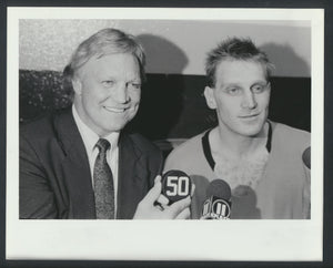 Original Type I Brett & Bobby Hull 1989-90  Brett's 50th Goal in 86 Goal Season!  St. Louis Blues  Sporting News Archives -Appeared in TSN  NHL Hockey