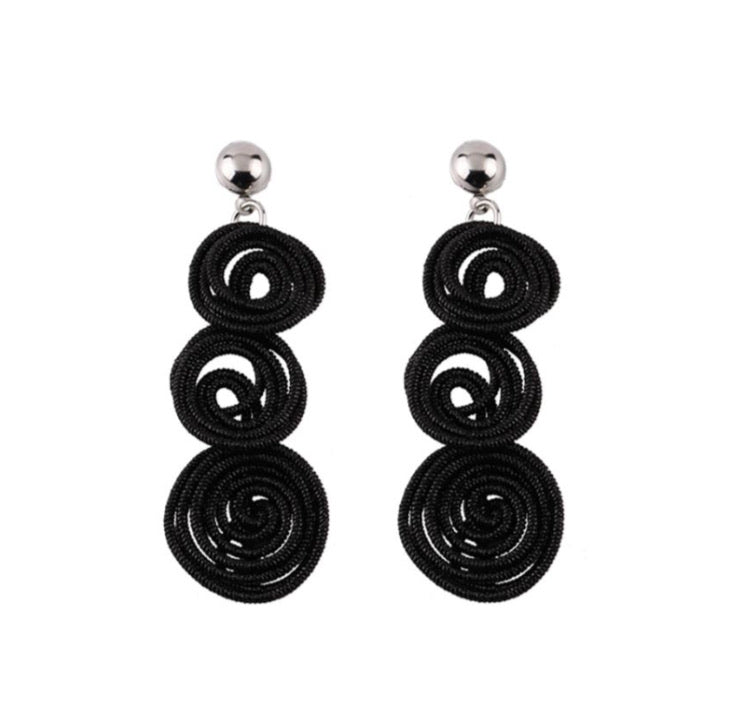 MOON BLACK ROUND DROP EARRINGS