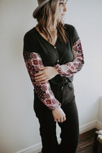 Load image into Gallery viewer, Contrast Floral Sleeve Top