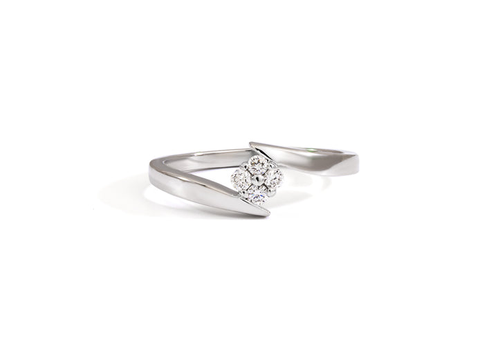 The present moment (moissanite)
