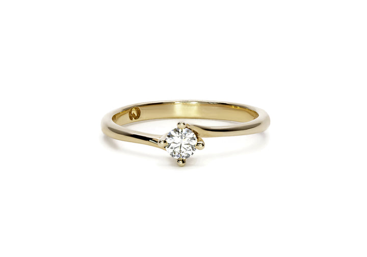 yellow gold ring diamond laboratory diamond hug me