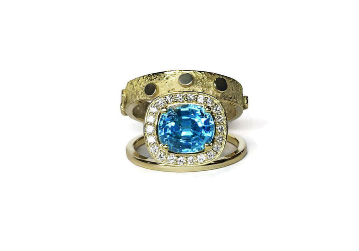 ring blue zirconia and diamonds yellow gold double signature halo