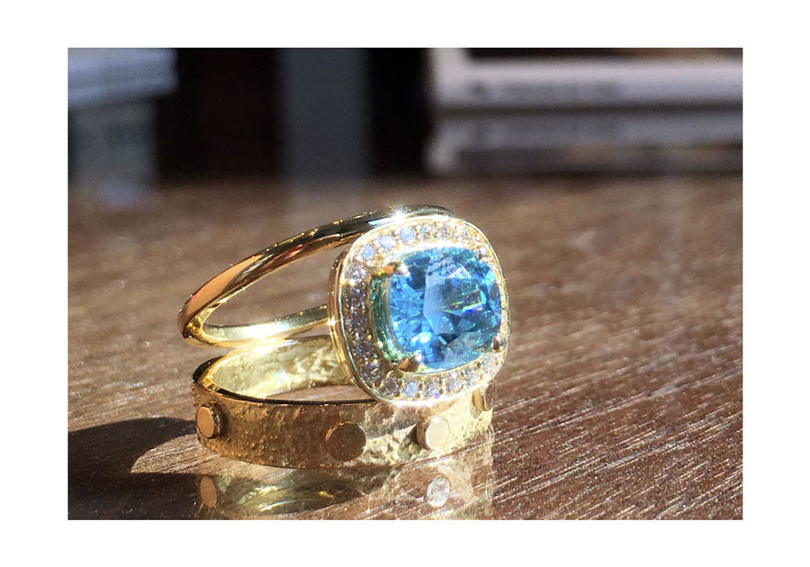 bague zircon bleu et diamants or jaune double signature halo bois