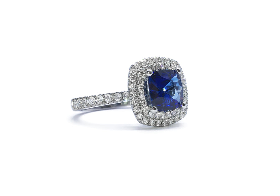 ring sapphire and diamonds white gold blue luxurious side