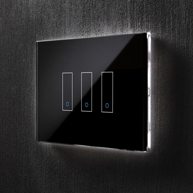 front picture of an I3 iotty smart switch with three gang