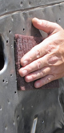 Scuffing steel with non-woven pad