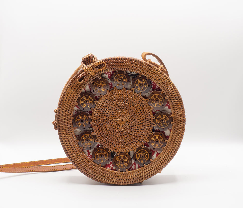 round rattan bag with coconut shells