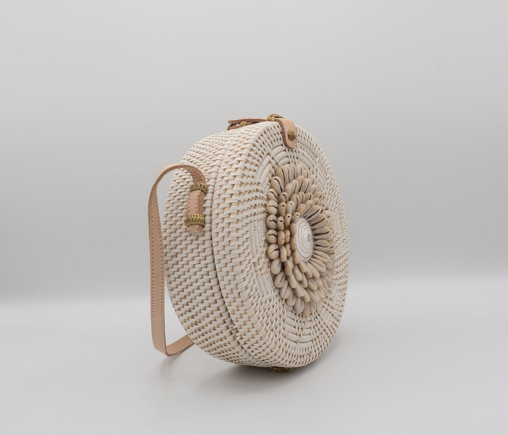 White Shells Rattan Bag