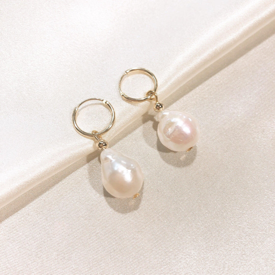 Hallie Baroque Pearl Earring - THE OHZO BY J