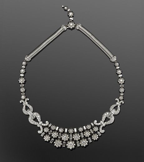 retro diamond flower necklace