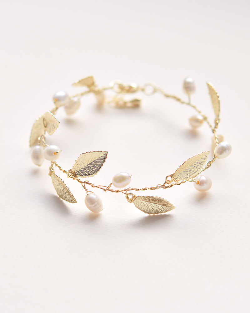 Hand-wired gold Bracelet