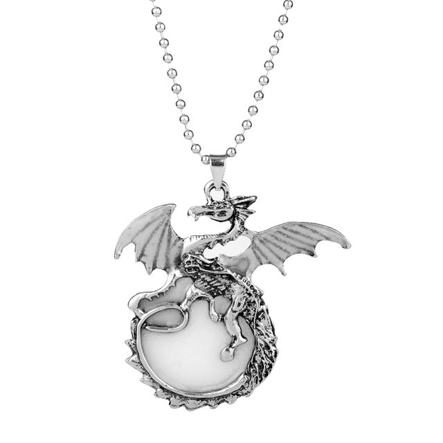 Wholesale Luminous Game of Throne Dragon Pendants & Necklaces Glow In The Daaarrk Dinosaur Necklace Beaded Chain Gift