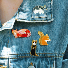 Load image into Gallery viewer, Mount Fuji cat enamel pin
