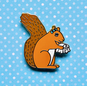 Sewing squirrel enamel pin
