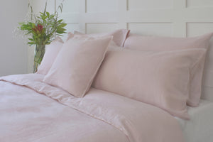 Pink Bed with White Stonewashed Linen Fitted Sheet