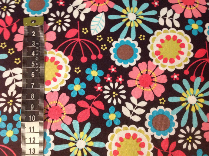 Quilting cotton - Lazy daisy brown  (price per half metre)