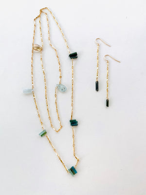 INTRINSIC NECKLACE AND EARRINGS