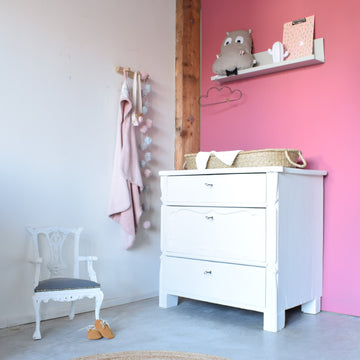 brocante-commode-wit-biedermeier-babykamer