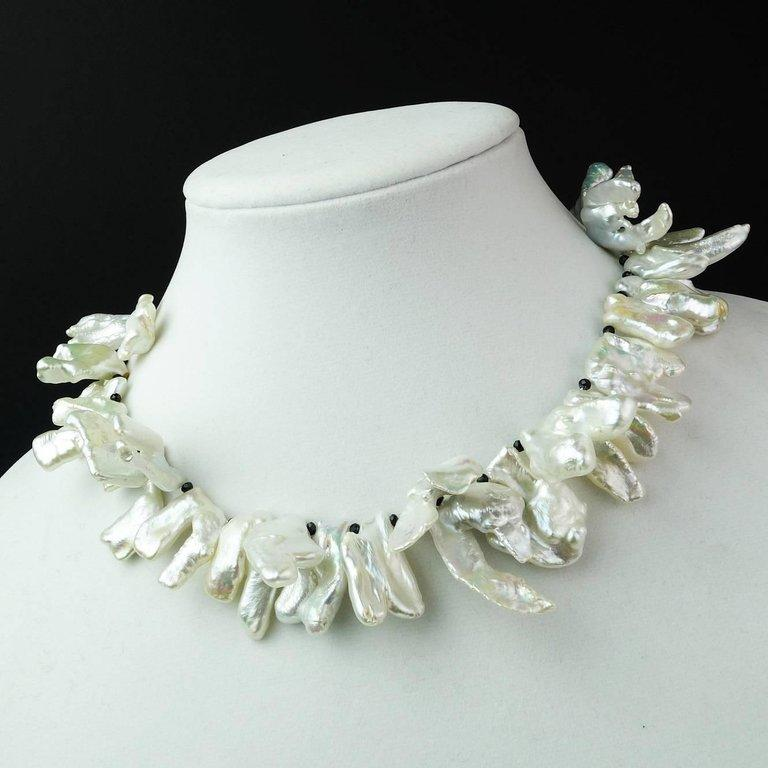 Gemjunky  White, Iridescent, Free form Pearl Necklace