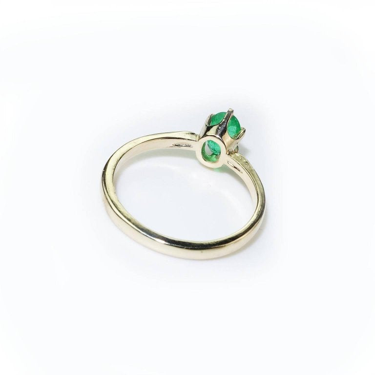 Gemjunky Brazilian Oval Emerald Yellow Gold Ring