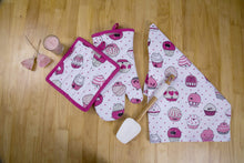 Products casa decors set of apron oven mitt pot holder pair of kitchen towels in a valentine cup cakes design made of 100 cotton eco friendly safe value pack and ideal gift set kitchen linen set