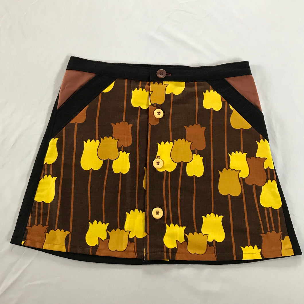 Japanese inspired design button front skirt - size 10