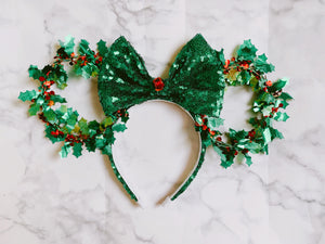 Sparkling Holly Wreath