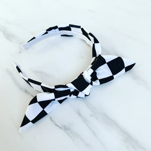 Checkered board knot-band