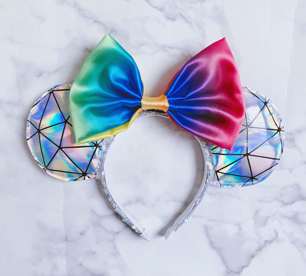 Holographic rainbow Ears