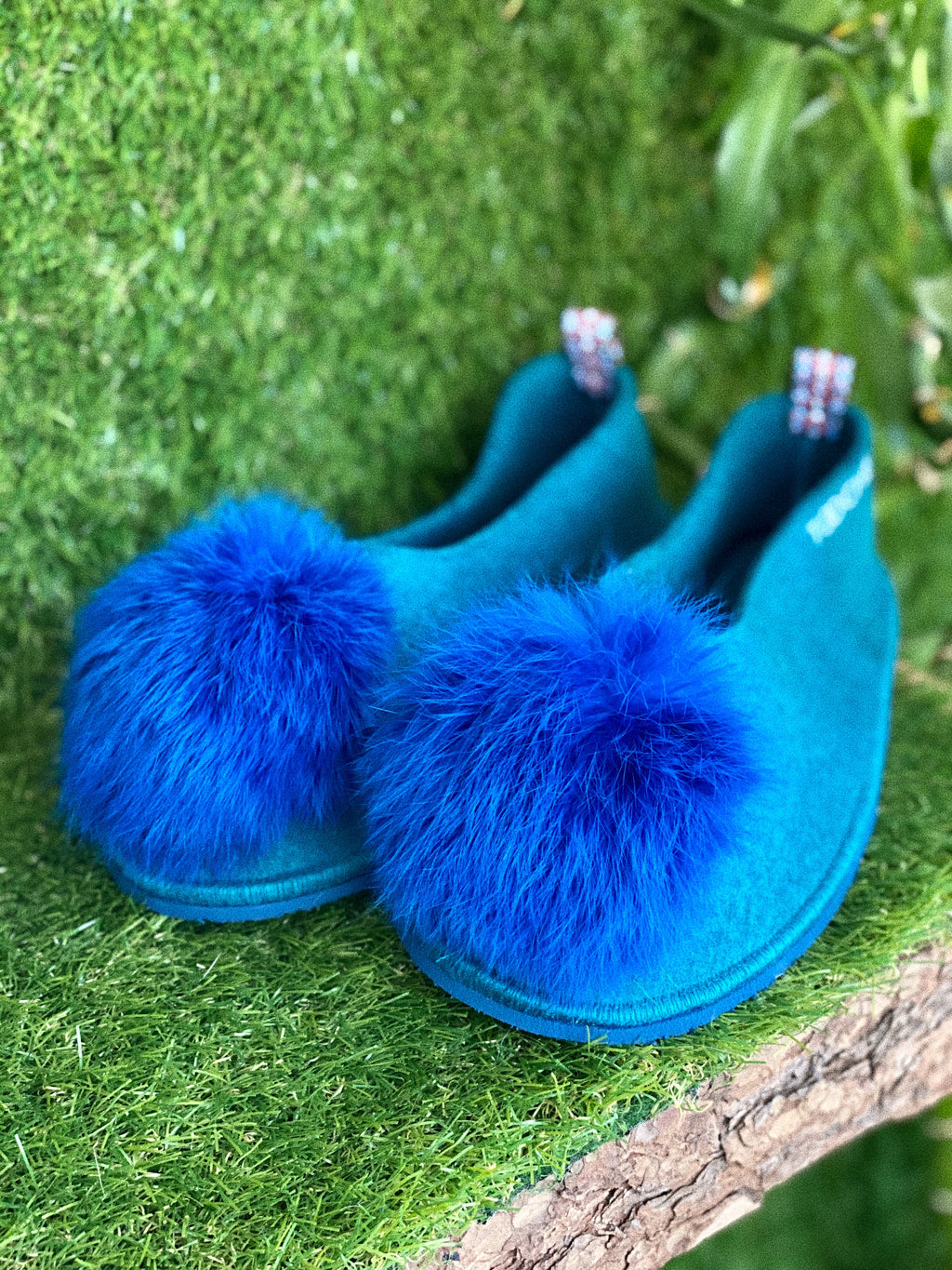 BLUEBERRY POMPOM slippers