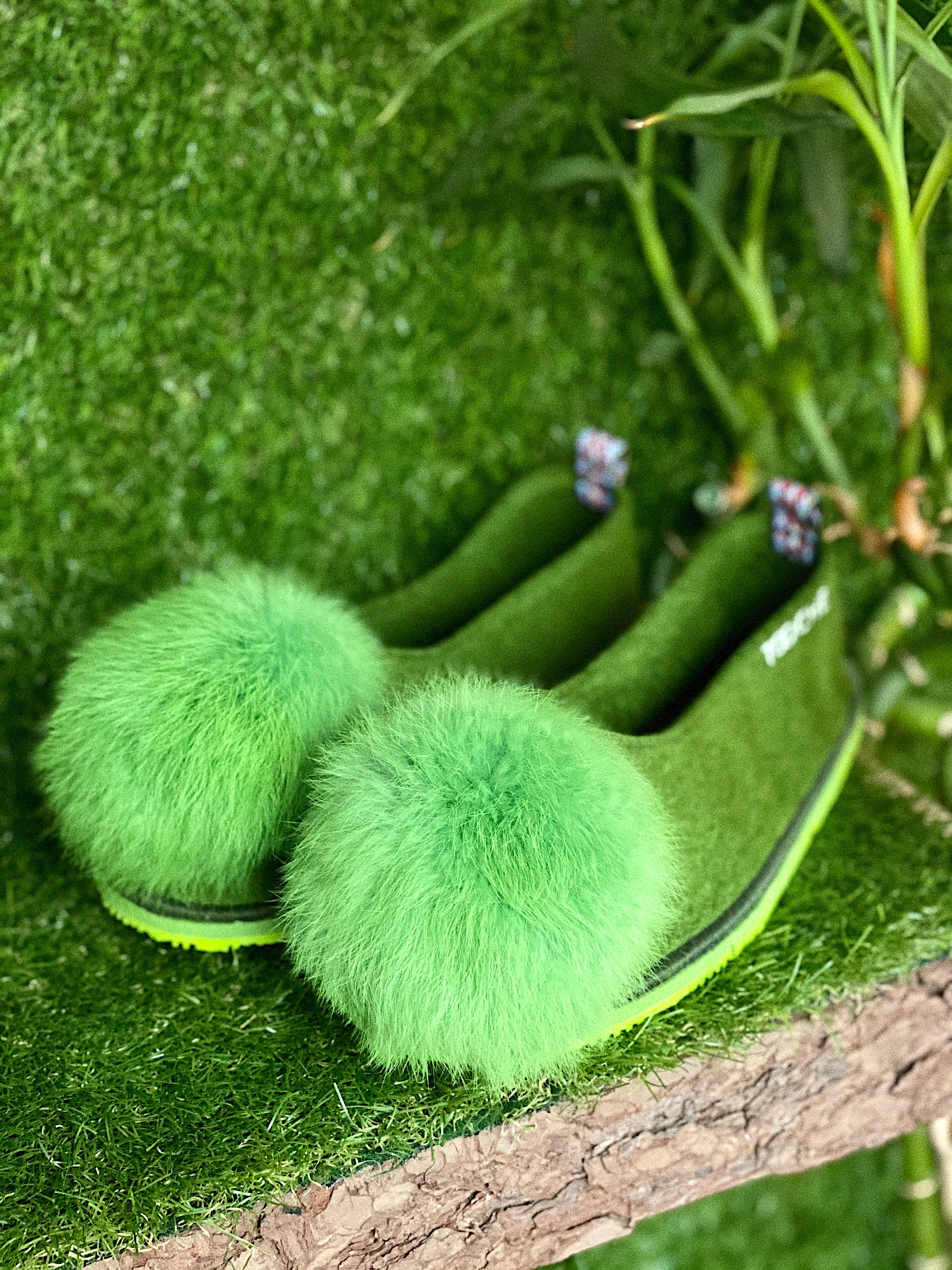 FOREST POMPOM slippers - thick sole