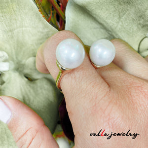 Beautiful Design White Pearls Lady's Ring